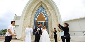 可愛溫馨的小島+小巧可愛的教堂+上帝給予的祝福~偉濠&繼巧的沖繩婚禮~